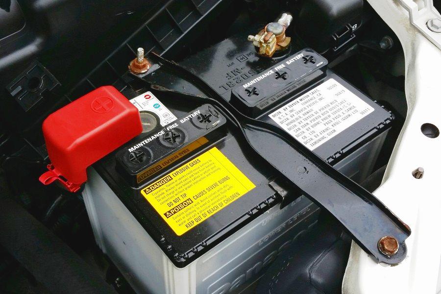 Changer la batterie d'une voiture