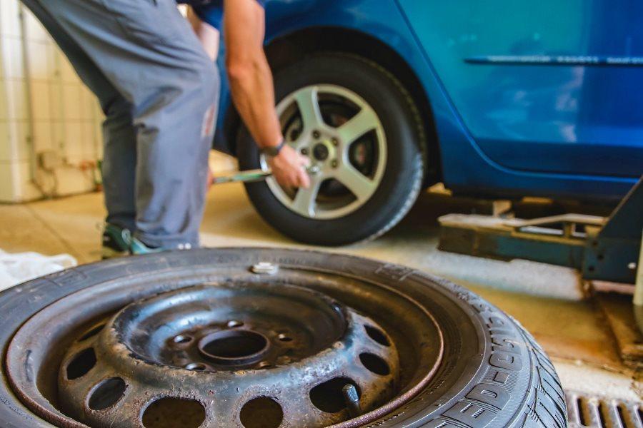 Changer les pneus de la voiture